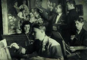 Занятие на квартире В.Ф.Илюшина. На переднем плане Р.Боровикова,Н.Годин,И.Лохматов.1945-1946г.г.